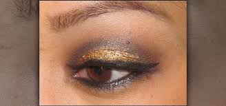 homeing makeup look with gold