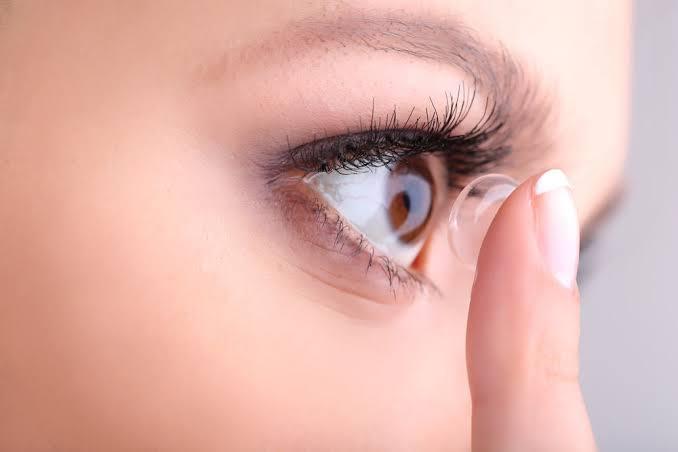 7 Tips Memilih Lensa Kontak yang Aman dan Nyaman