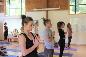 200 hour yoga teacher kawai