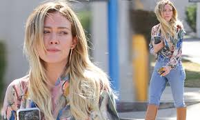 Hilary Duff flaunts trim waist in light-wash jeans, while stepping ...
