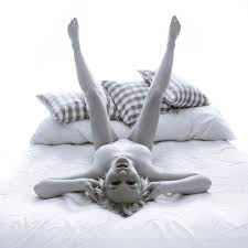 Free Images : girl, nude, naked, sexy, babe, studio, bed, pillows, legs,  erotic, photograph, beauty, photo shoot, leg, black and white, hand, stock  photography, furniture, gesture, still life photography 3168x3168 - Nico
