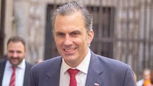 """Javier Ortega Smith y otros tres concejales de Vox en Madrid oficiarán  bodas """"puntuales"""""""