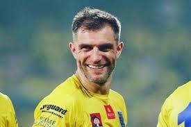 Former Kerala Blasters captain Aaron Hughes calls it a day - myKhel