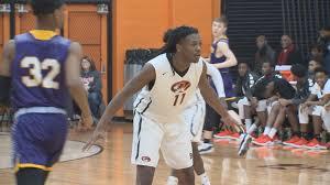 Benton Harbor basketball star Carlos Johnson commits to Butler