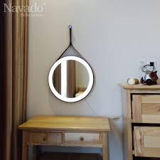 Gương dây da đèn led viền ngoài đang được đánh giá là hot trend nổi bật  nhất hiện nay. Gương được thiết kế với hình tròn cùng…