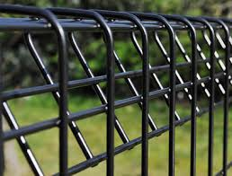Top And Bottom Triangle Bent Edged Roll Top Fence
