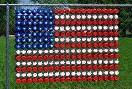 Plastic Cups In Chain Link Fence The Creativity Of The American People Never Ceases To Amaze American Flag Decor Chain Link Fence Solo Cup Decorations