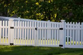 Pin By Sharon Johnson On From Mom To Me Backyard Fences Fence Design Front Yard Fence