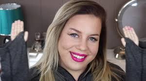 makeup tutorial using tiny plastic