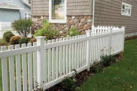 20 Simple And Elegant White Picket Fence In Country Houses House Fence Design Backyard Fences Fence Design
