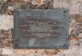 File:Plaque Acropolis Manolis Glezos and Apostolos Santas 1941 ...