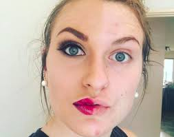 19 women do only half their makeup with