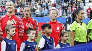 Why US soccer star Megan Rapinoe doesn't sing the national anthem - ABC News