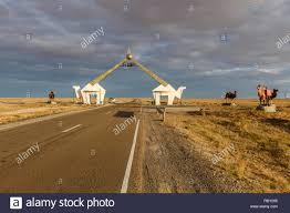 Zamiin-Uud, Mongolia - 22 Settembre 2018: un segno che designa l'entrata  alla città di Zamiin-Uud. Una città in Mongolia, situato sul confine con la  Cina in Foto stock - Alamy