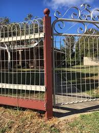 Vintage Wire Fence For Sale Ships From Central United States Http Www Arusticgarden Com 120x50 Html Metal Garden Fencing Metal Garden Gates Fence Design