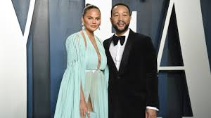 Chrissy Teigen loses unborn baby to ...
