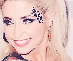 gorgeous makeup with cheetah print