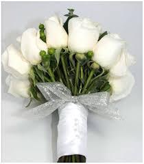 بوكيه ورد ابيض عشاق الرقة والجمال والورود محجبات