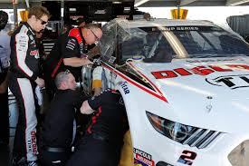 Keselowski Plays Repair Man In Rush To Fix Daytona 500 Car Sports News Us News