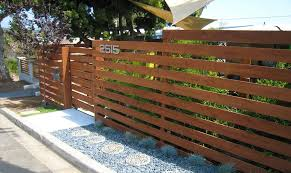 Fencing Was Needed To Screen This Row Home In Pacific Beach Ca Horizontal Cedar With Wide Gaps To Allow Light Int Modern Front Yard Yard Remodel Fence Design