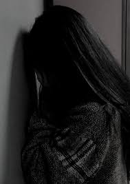 خلفيات بنات حزينه للواتس