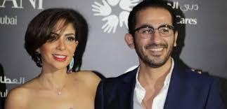 فيديو نادر أحمد حلمي يغني لمنى زكي في يوم زفافهما