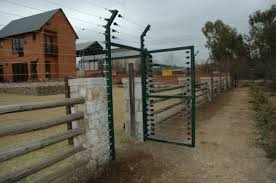 An Electric Fence Alarm Is Not Just Helpful Because Of The Shock That It Provides But It Is Also Useful In Sensi Security Fence Electric Fence Home Protection