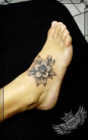 Flower Foot Tattoo Centuriontattoo With Images Pomysly Na
