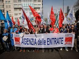 Milano, i dipendenti dell'Agenzia delle Entrate in corteo ...