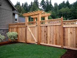 15 Pallet Fence Ideas To Improve Your Amazing Home