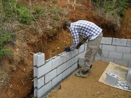 retaining wall with cinder blocks