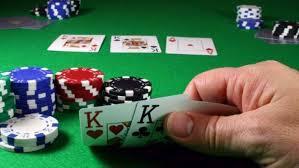 como jugar poker