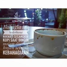 bahagia itu sederhana menikmati secangkir kopi hangat saat dingin