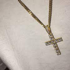 gold chain with diamond cross pendant
