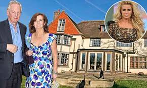 Plenty of space for a jerry can, Mr Maude? Minister who sparked fuel panic  puts £1.5m mansion on market - but Katie Price HAS moved in next door |  Daily Mail Online