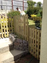 Round Top Pales Garden Fencing And Gates Devon And Cornwall
