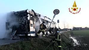Autobus Actv in fiamme a Marcon. Mezzo distrutto - La Nuova di ...
