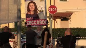 Cascina, Santori contestato dai 5stelle. E il padre di Ceccardi sfida le  Sardine con un cartello - la Repubblica