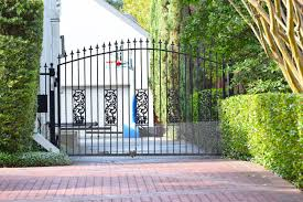 Why Stick With An Ordinary Drive Gate When You Can Customize It Any Way You Want This Gate Is Topped With Our Black Plastic Fini It Cast Finials Outdoor Decor