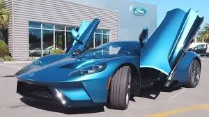 John Cena, le auto del wrestler: Mustang, Viper e Corvette in garage