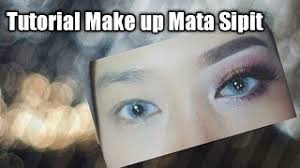 makeup mata sipit agar terlihat besar