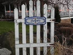 Beyond The Picket Fence So Many Ideas To Do With Old Wood Description From Pinterest Com I Searched For This On B Picket Fence Crafts Picket Fence Fence Art
