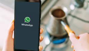 WhatsApp, modalità scura sempre più vicina: ecco quando arriva ...