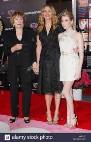 Julia Roberts and Emma Roberts ...