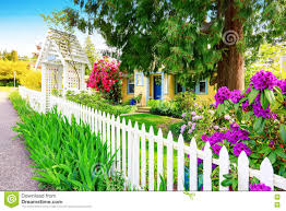 418 Yellow House White Picket Fence Photos Free Royalty Free Stock Photos From Dreamstime