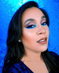 pop of blue eyeshadow tutorial using