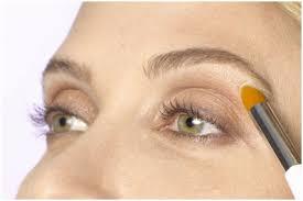 eye makeup tricks tohide droopy eyelids