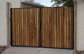 Download Wood And Iron Fence Garden Design