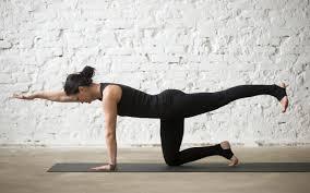 تحميل خلفيات اليوغا التدريب الصالة الرياضية تشكل امرأة تمارين اليوغا عريضة 2560x1600 جودة عالية Hd صور خلفيات