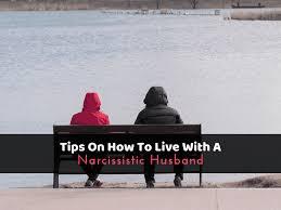 live with a narcissistic husband